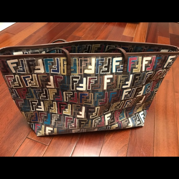 6259b0e93bb5 Fendi Handbags - 100% Authentic Fendi multicolor logo shopping tote